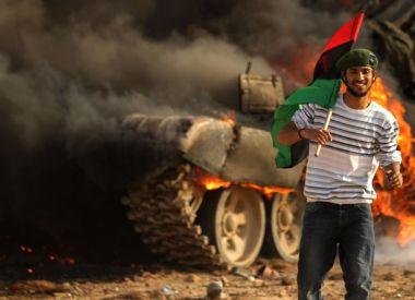 لثوار ليبيا البواسل الجبهات a_libyan_rebel_holds